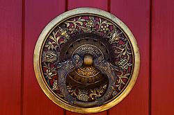 Detalhe de uma porta do Templo Terra Pura de Padmasambava, no Centro Budista Khadro Ling, em Três Coroas - RS. FOTO: Jefferson Bernardes / Preview.com