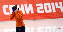 09-02-2014 SCHAATSEN: OLYMPIC GAMES: SOTSJI<br /> Ireen Wüst reed in de Adler Arena op de 3000 meter naar goud. Ze moest twee rondes wachten en kon de tijden van de concurenten niet aanhoren.<br /> ©2014-FotoHoogendoorn.nl<br />  / Sportida