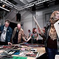 Nederland, Amsterdam , 3 mei 2015.<br /> Ruil en huil platenruil in de Stadsschouwurg,  een platenruilbeurs.<br /> Foto:Jean-Pierre Jans
