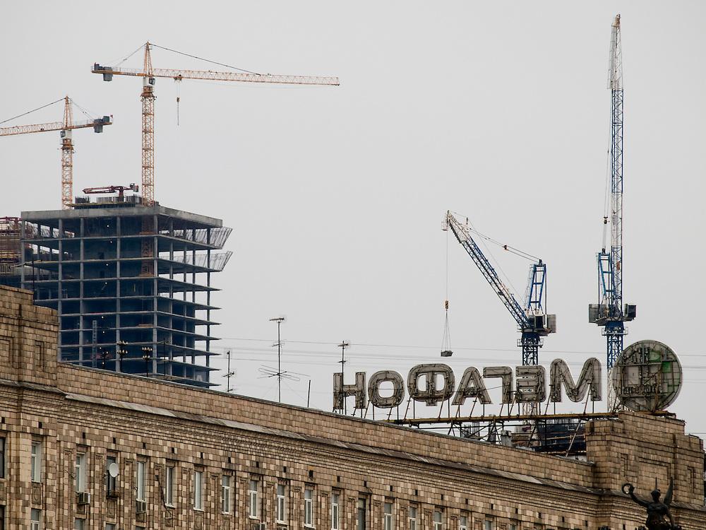 """Baustelle in der russischen Hauptstadt Moskau - gesehen vom einem Hügel mit dem Namen """"Poklonnaja Gora"""" (Berg der Verbeugungen).<br /> <br /> Construction site at the Russian capitol Moscow - seen from the Poklonnaya Gora hill (Bowing Hill)."""