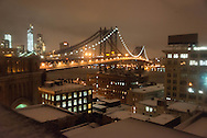 New York elevated view on Dumbo district and Manhattan under the snow. Manhattan bridge  view from a rooftop at night  / le pont de Manhattan et les toits, vue panoramique sur Manhattan depuis les atteliers d'artistes de DUMBO sous les ponts de Manhattan et de Brooklyn