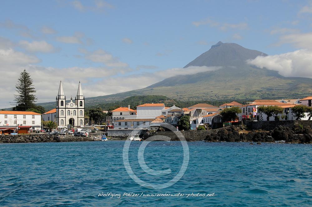 Madalena mit Berg Pico im Hintergrund, Madalena with Pico in background, Azoren, Portugal, Atlantik, Atlantischer Ozean, Azores, Portugal, Atlantic Ocean