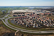 Nederland, Zuid-Holland, Pijnacker, 20-03-2009; de nieuwe Provinciale weg, tevens rondweg, in Pijnacker-Zuid. Villa's rond waterpartij in het wijkje Tolhek. Links naar de horizon de Zuidpolder van Delfgauw met Delft aan de horizon, rechts kassengebied Delfgauw. The new provincial ring road of Pijnacker and the estate with villas surrounded by ornamental water. Greenhouses (r) and the village of Delft on the horizon..Swart collectie, luchtfoto (toeslag); Swart Collection, aerial photo (additional fee required); .foto Siebe Swart / photo Siebe Swart