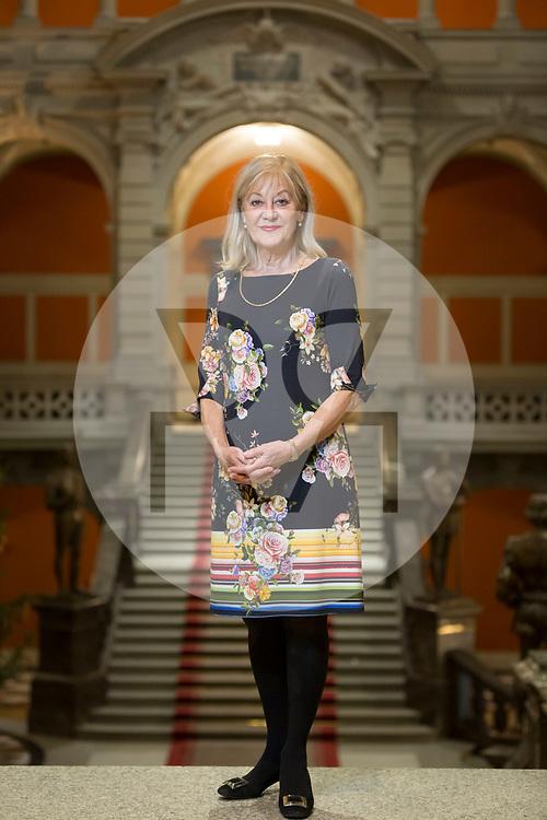 SCHWEIZ - BERN - Portrait von Nationalrätin Susanne Leutenegger Oberholzer, SP, in der Eingangshalle Bundeshauses - 29. November 2018 © Raphael Hünerfauth - http://huenerfauth.ch