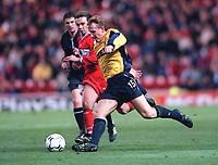 Ray Parlour (Arsenal) cuts inside Mark Summerbell (Middlesbrough). Middlesbrough 0:1 Arsenal. F.A.Carling Premiership, 4/11/2000. Credit Colorsport / Stuart MacFarlane.