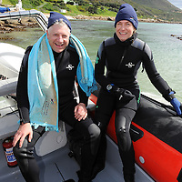 Alan Winde dives with cow sharks