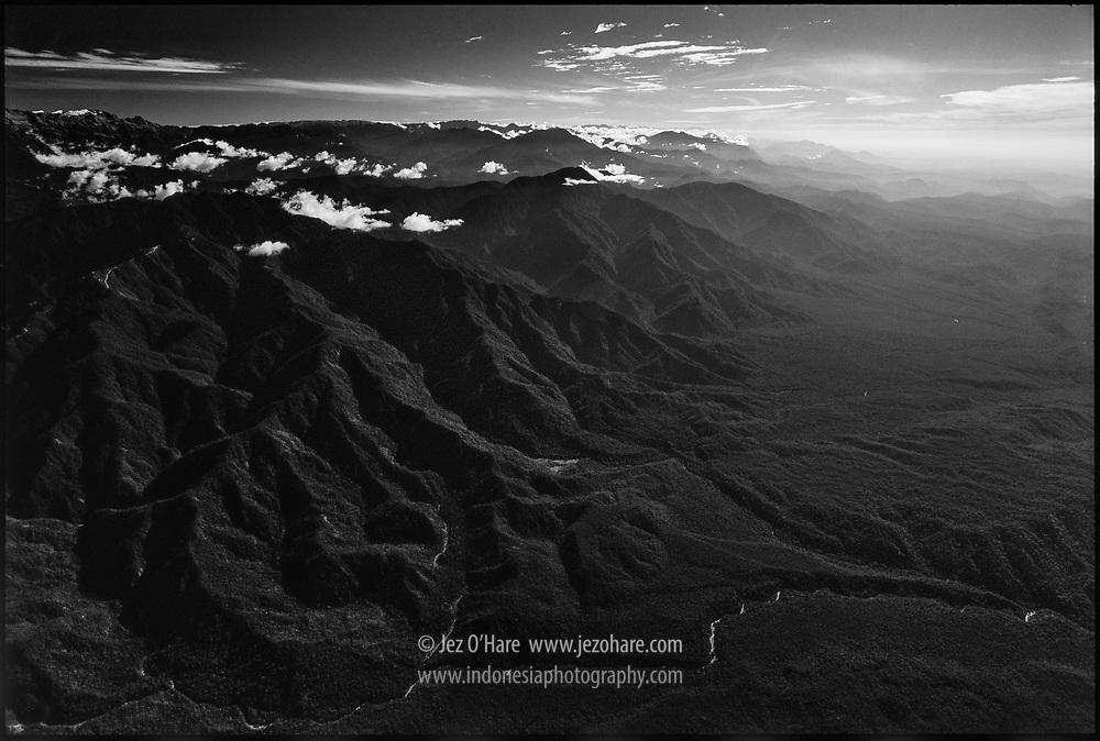 Puncak Jaya 4880m & glaciers, Lorentz National Park, Papua, Indonesia.