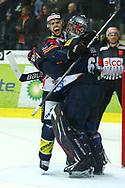 29.03.2011, Kloten, Eishockey NLA Playoff, Kloten-Flyers - SC Bern, Felicien Du Bois und Ronnie Rueger (KLO) jubeln ueber den Finaleinzug  (Thomas Oswald/hockeypics)