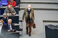 24 MAR 2021, BERLIN/GERMANY:<br /> Alexander Gauland, MdB, AfD, auf dem Weg zu seinem Platz, Plenarsaal, Deutscher Bundestag<br /> IMAGE: 20210324-01-001<br /> KEYWORDS: Maske, Mundschutz, Corvid-19, Corona, Pandemie, Koffer
