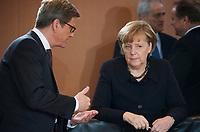DEU, Deutschland, Germany, Berlin, 30.01.2013: <br />Bundesaussenminister Guido Westerwelle (L) (FDP) und Bundeskanzlerin Dr. Angela Merkel (R) (CDU) vor Beginn der 131. Kabinettsitzung im Bundeskanzleramt.
