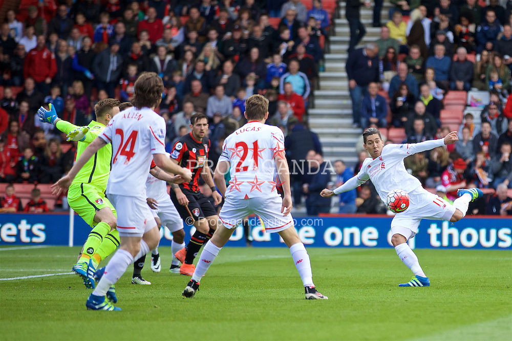 BOURNEMOUTH, ENGLAND - Sunday, April 17, 2016: Liverpool's Roberto Firmino in action against Bournemouth during the FA Premier League match at Dean Court. (Pic by David Rawcliffe/Propaganda)