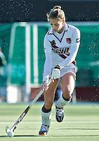 AMSTELVEEN - Amsterdam speelster Eva de Goede  tijdens de hoofdklasse hockeywedstrijd tussen de vrouwen van Amsterdam en Terriers (4-0). COPYRIGHT KOEN SUYK