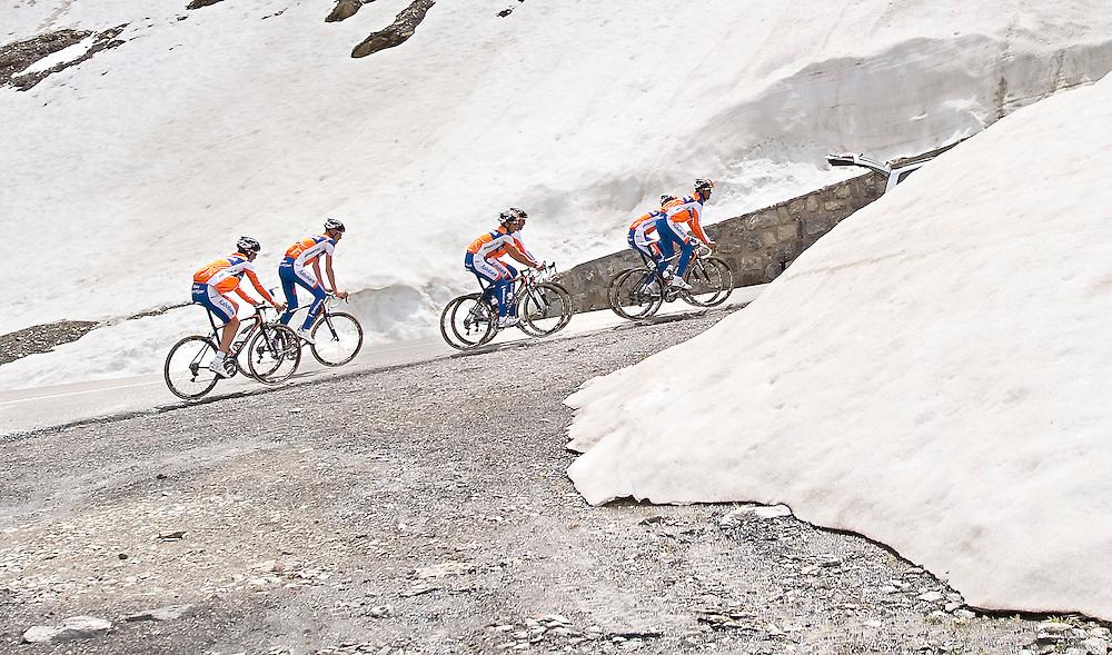 Frankrijk, Le Galibier, 13-06-2011.<br /> Training Rabobank wielerploeg. Beklimming van de Galibier.<br /> Foto : Klaas Jan van der Weij