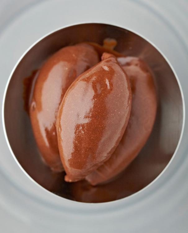 Hellstrøm brødrene skriver bok om iskrem og om oppveksten  i iskremfabrikken til deres onkel