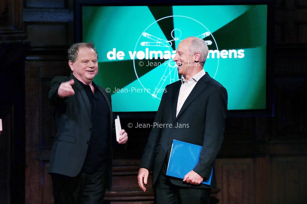Nederland, Amsterdam, 6 juni 2015.<br /> Michael Sandel was gast tijdens de opnames van. het VPRO televisieprogramma De volmaakte mens<br /> Michael Sandel is een Amerikaans filosoof, gespecialiseerd in de politieke filosofie. Sandel behoort tot de communitaristische stroming binnen de politieke filosofie<br /> Op de foto: Michael Sandel samen met de volmaakte mens presentator Bas Heijne.<br /> Bas Heijne is een schrijver, vertaler, interviewer.<br /> <br /> Foto: Jean-Pierre Jans