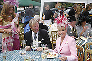 Mrs. david Bond David Bond, Ivana Trump and Liza Tchenguiz, Royal Ascot Race Meeting. Wednesday 21 June 2006. ONE TIME USE ONLY - DO NOT ARCHIVE  © Copyright Photograph by Dafydd Jones 66 Stockwell Park Rd. London SW9 0DA Tel 020 7733 0108 www.dafjones.com