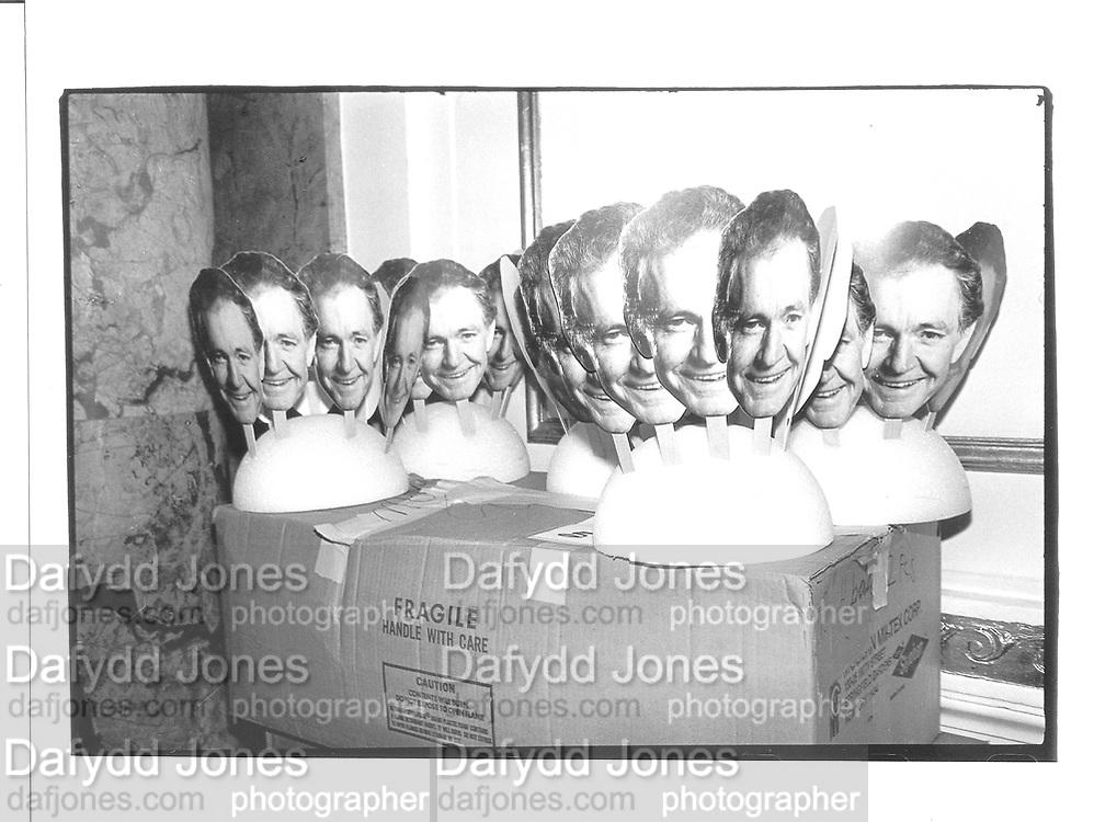 Jim Windolf column. Unused cut-outs of John mack carter at his 'Roast and Toast' tribute. Plaza 8 jan 93, New york© Copyright Photograph by Dafydd Jones 66 Stockwell Park Rd. London SW9 0DA Tel 020 7733 0108 www.dafjones.com