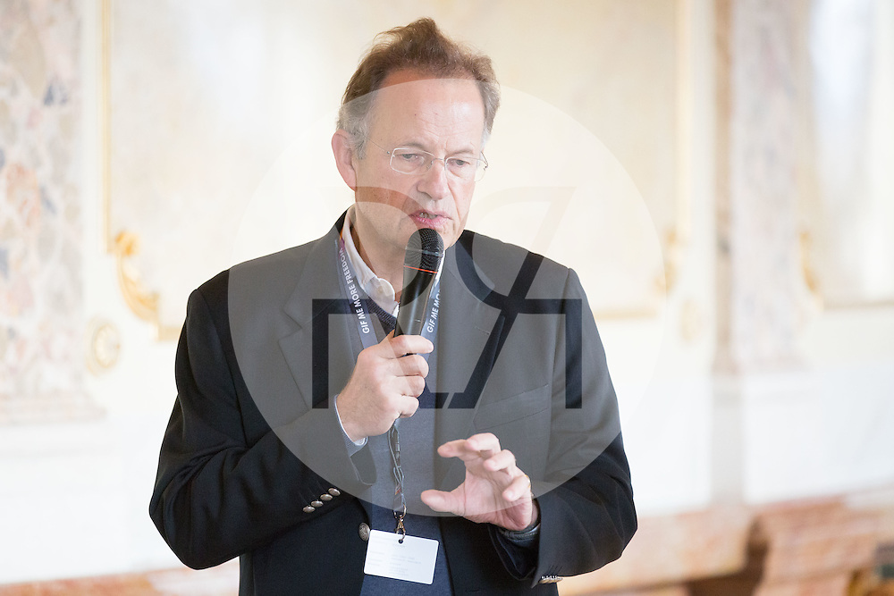 SCHWEIZ - BERN - Plenarsitzung der eidgenössischen Jugendsession im Bundeshaus, hier das TV-Studio, Michael Möller, Generaldirektor Büro Vereinten Nationen Genf - 13. November 2016 © Raphael Hünerfauth - http://huenerfauth.ch