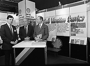 10/01/1986.01/10/1986.10th January 1986.The Aer Lingus Young Scientist of the Year Exhibition at the RDS, Dublin...J.M Beveridge, (centre) Managing Director of Irish Shell Ltd., with Aidan Rowsome, (left) of U.C.D and Noel Tierney, Irish Shell at the Irish Shell Education Service for Schools stand at the Exhibition...