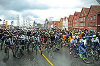 Sykkel<br /> Tour des Fjords 2015<br /> Foto: imago/Digitalsport<br /> NORWAY ONLY<br /> <br /> Startplatz in Bergen - Aktion - Rennszene - Querformat - quer - horizontal - Event / Veranstaltung: Tour des Fjords - Fjord Rundfahrt 2015 - Stage 1 / 1.Etappe: Bergen nach Norheimsund 177.0 km - Location / Ort: Norheimsund - Norway - Norwegen - Europe - Europa - Date / Datum: 27.05.2015