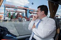 16 JUL 2018, HAMBURG/GERMANY:<br /> Hubertus Heil, SPD, Bundesarbeitsminister, faehrt in einem Bus ueber das Gelaende des  Container Terminal Altenwerder, CTA, der Hamburger Hafen und Logistik Aktiengesellschaft, HHLA, im Rahmen der Sommerreise von Hubertus Heil<br /> IMAGE: 20180716-01-099
