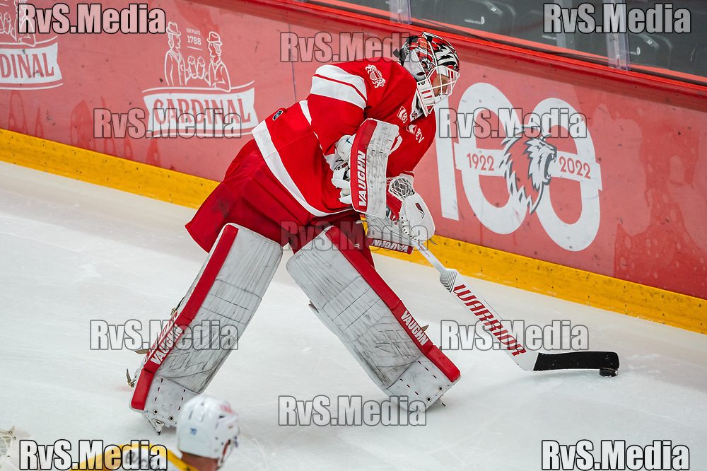 LAUSANNE, SWITZERLAND - SEPTEMBER 24: Goalie Tobias Stephan #51 of Lausanne HC in action during the Swiss National League game between Lausanne HC and HC Davos at Vaudoise Arena on September 24, 2021 in Lausanne, Switzerland. (Photo by Robert Hradil/RvS.Media)