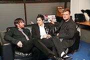 ALEX JAMES, ROBERT MONTGOMERY AND RANKIN, Art Plus Music party. Fundraiser for the Whitechapel. 30 March 2006. ONE TIME USE ONLY - DO NOT ARCHIVE  © Copyright Photograph by Dafydd Jones 66 Stockwell Park Rd. London SW9 0DA Tel 020 7733 0108 www.dafjones.com