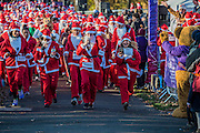 Entusiasm as contestants start  a key time for selfies - Thosuands of runners, of all ages, in santa suits and other Christmas costumes runaround Clapham Common for Great Ormond Street Hospital and for fun. London 30 Nov 2016
