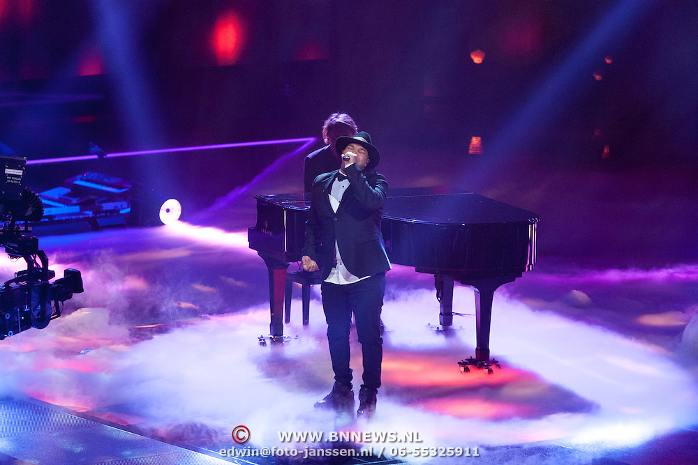 NLD/Hilversum/20151211 - 2e Liveshow The Voice of Holland, TVOH, Brace