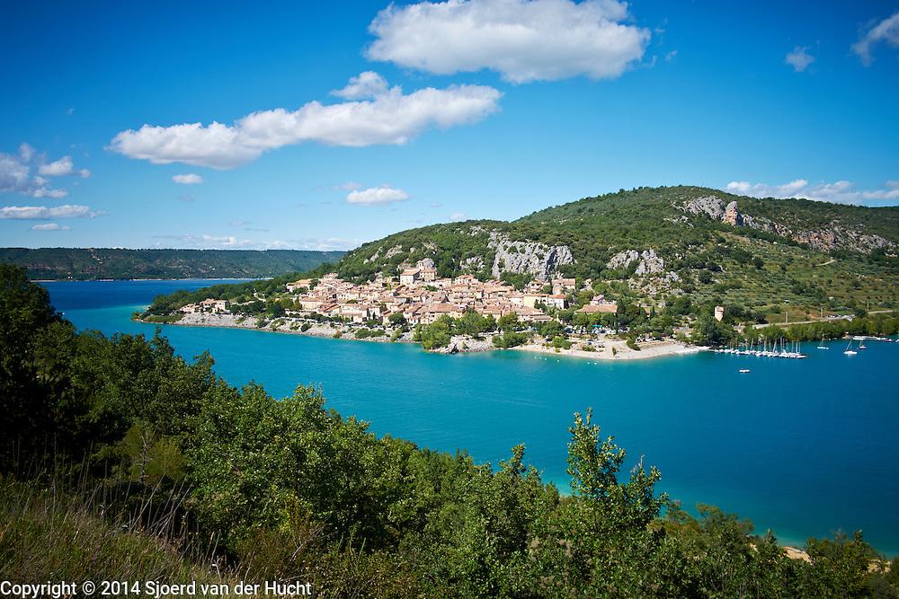 Frans dorp aan het Lac de Sainte-Croix, Bauduen, Frankrijk 2014 - Village at the Lac de Sainte-Croix, Bauduen, France 2014