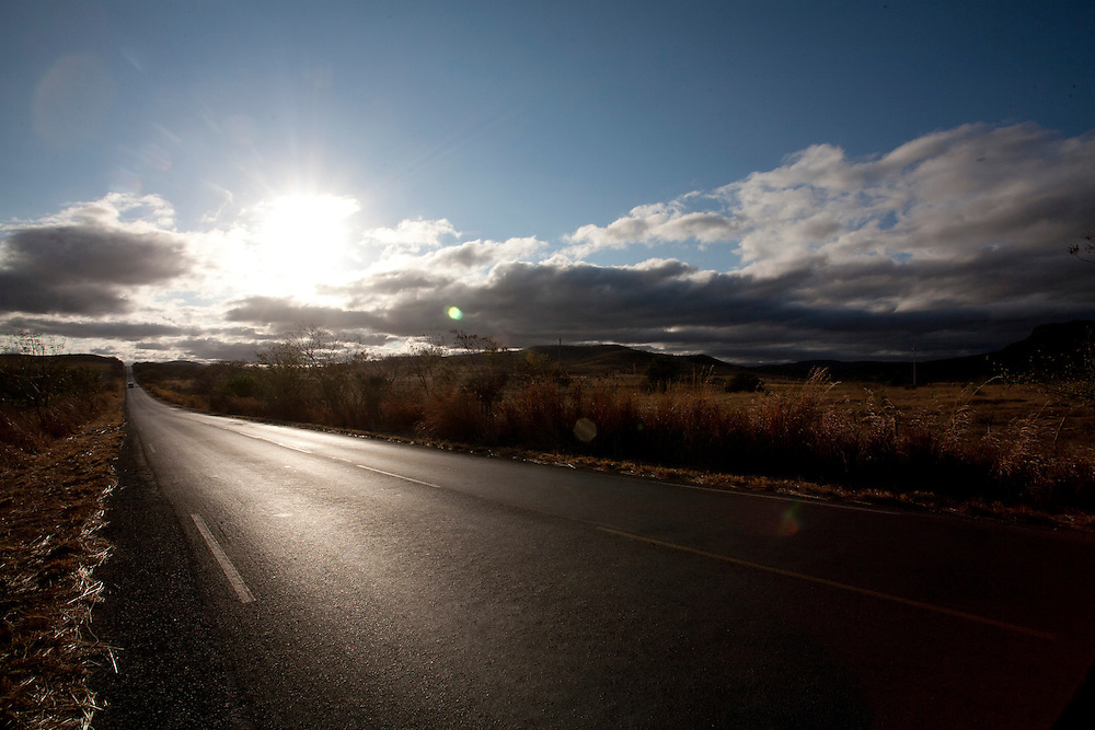 Porteirinha_MG, Brasil...Rodovia BR 122 em Porteirinha, Minas Gerais...The highway BR 122 in Porteirinha, Minas Gerais...Foto: LEO DRUMOND / NITRO