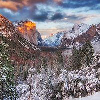 Sunset over Yosemite Valley from Tunnel View after a winter snow, Yosemite National Park, California.