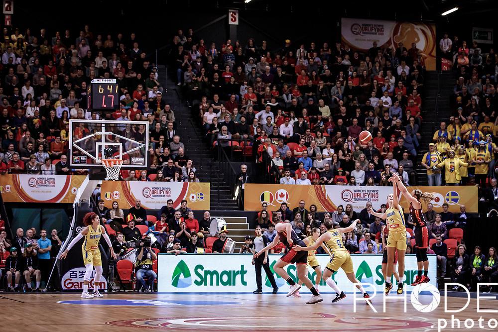Julie Allemand (BEL) 3 point shot<br /> <br /> Belgian Cats kwalificeren zich voor Olympische Spelen in Tokio! <br /> <br /> Day 3: SWEDEN VS BELGIUM : 53-61<br /> <br /> FIBA Women's Olympic Qualifying Tournament 2020 – Ostend,  Belgium<br /> Ostend Versluys Dôme (BEL)<br /> <br /> ©RhodePhotoMedia