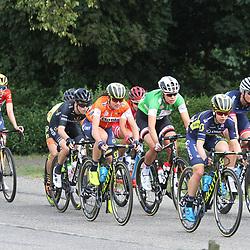 01-09-2017: Wielrennen: Boels Ladies Tour: Weert: Amanda Spratt brengt Annemiek van Vleuten naar voren.