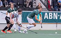 AMSTELVEEN - Thijs van Dam (Rotterdam)  met Fergus Kavanagh (Amsterdam)   tijdens de competitie hoofdklasse hockeywedstrijd heren, Amsterdam -Rotterdam (2-0) .  COPYRIGHT KOEN SUYK