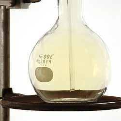 Chlorine gas in a 500ml Pyrex flask in the science labratory. ©Bob Daemmrich