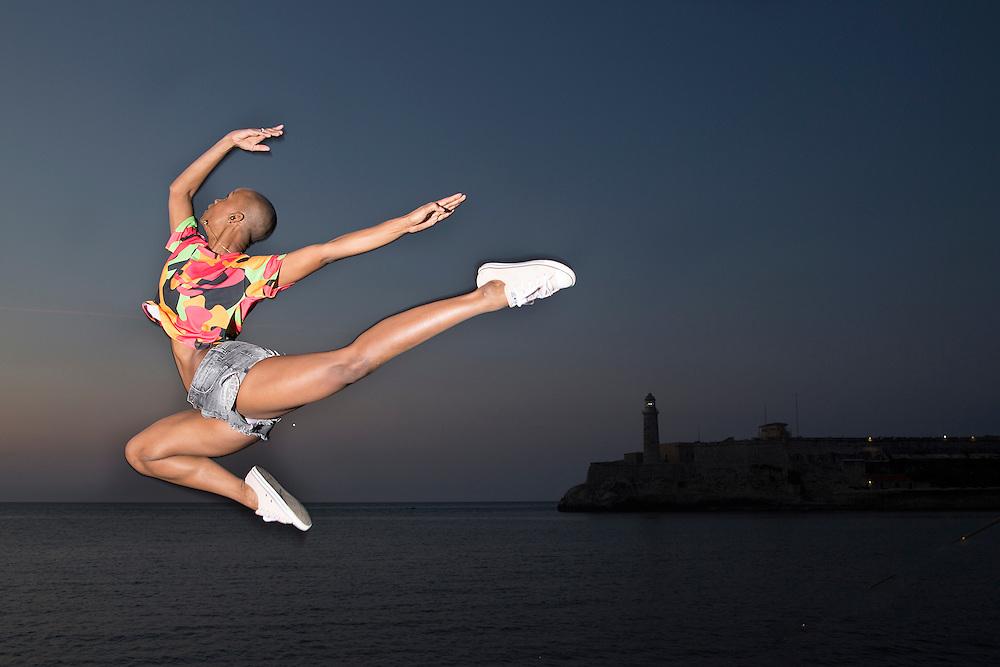 Sedeily modern Cuban dancer