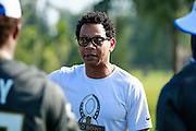 January 28 2016: Team Rice assistant coach Eric Davis talks with players after the Pro Bowl practice at Turtle Bay Resort on North Shore Oahu, HI. (Photo by Aric Becker/Icon Sportswire)