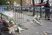 Close to the Bataclan, behind the barricades<br />