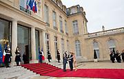 Staatsbezoek aan Frankrijk dag 1 - Ontvangst door president Hollande <br /> <br /> State Visit to France Day 1 -Welcome by President Hollande<br /> <br /> Op de foto / On the photo:  Aankomst Koning Willem Alexander en Koningin Maxima bij het Palais de l'Elysée
