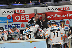 23.02.2010, Stadthalle, Villach, AUT, EBEL, EC VSV vs EHC Black Wings Linz, im Bild die Spielerbank der Linzer, EXPA Pictures © 2010, PhotoCredit: EXPA/ H. Sobe / SPORTIDA PHOTO AGENCY