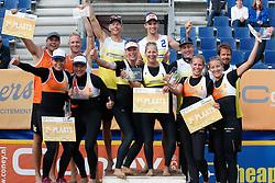 20140817 NED: NK Beachvolleybal 2014, Scheveningen<br /> Nederlands Kampioenen Beachvolleybal 2014, Robert Meeuwsen, Madelein Meppelink, Marleen van Iersel en Alexander Brouwer, podium<br /> ©2014-FotoHoogendoorn.nl / Pim Waslander