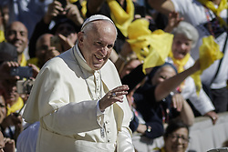 October 14, 2017 - Vatican City, Vatican - Pope Francis attends an audience to the Vincentian Family (Saint Vincent de Paul) on the 400th Anniversary of the Vincentian Charism in St. Peter's Square in Vatican City. (Credit Image: © Giuseppe Ciccia/Pacific Press via ZUMA Wire)