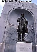 Sculpture, John Mitchell, labor organizer, Lackawanna Courthouse, Scranton, PA