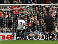 Fotball<br /> Premier League 2003/2004<br /> Foto: Digitalsport<br /> Norway Only<br /> <br /> FULHAM v LIVERPOOL PREMIER LEAGUE 02/11/03 PHOTO TIM PARKER <br /> LOUIS SAHA SCORES FULHAM'S 1ST GOAL PAST LIVERPOOL KEEPER JERZY DUDEK