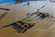 Nederland, Overijssel, Deventer, 20-01-2011. Stobbenwaarden, met boerderij De Stobbenweerd, de uiterwaard en de wegen zijn onder water komen te staan door het hoogwater van de IJssel..Farm De Stobbenweerd..Due to the high water of the river IJssel, the flood plains and roads are flooded..luchtfoto (toeslag), aerial photo (additional fee required).copyright foto/photo Siebe Swart