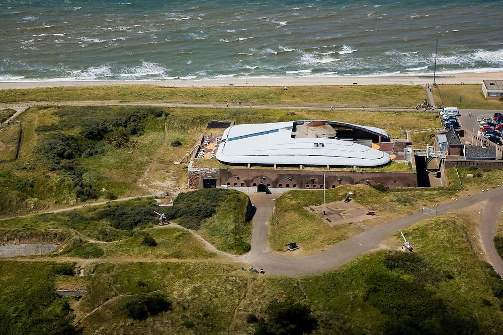 Nederland, Noord-Holland, Huisduinen, 14-07-2008; Fort Kijkduin, onderdeel van de Stelling Den Helder; gerenoveerd, huisvest aquarium; . .luchtfoto (toeslag); aerial photo (additional fee required); .foto Siebe Swart / photo Siebe Swart