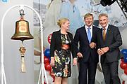 Koning Willem-Alexander opent 30e HISWA te water en het HISWA Nautisch Centrum in de nieuwe jachthaven Amsterdam Marina aan het IJ.HISWA te water richt zich op de watersporter in de meest brede zin van het woord. Zo kunnen bezoekers onder andere nieuwe zeiljachten, motorjachten, en sportboten bekijken.<br /> <br /> King Willem-Alexander opens 30th HISWA Amsterdam in-water and the Nautical Centre in the new marina at the Amsterdam Marina IJ.HISWA to water focuses on water sports in the broadest sense of the word. Visitors can include new sailing yachts, motor yachts and sport boats view.<br /> <br /> Op de foto:  Koning Willem Alexander verrichtte de openingshandeling door aan de bel te luiden.  // King Willem Alexander performed the opening act