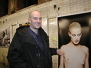 Jake Chapman in front of an Ellen von Unworth photo. Smile1-D in association with Emporio Armani.  Wapping Power Station. 3 April 2001. © Copyright Photograph by Dafydd Jones 66 Stockwell Park Rd. London SW9 0DA Tel 020 7733 0108 www.dafjones.com