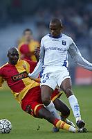 Fotball<br /> Frankrike 2004/05<br /> Auxerre v Lens<br /> 16. oktober 2004<br /> Foto: Digitalsport<br /> NORWAY ONLY<br /> BONAVENTURE KALOU (AUX) / ALOU DIARRA (LENS)